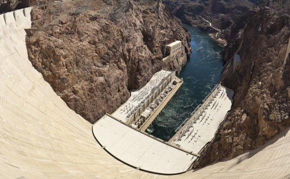 Hoover Dam (16x9) as seen from